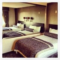 Foto tomada en Ramada Plaza West Hollywood Hotel and Suites por Brian J. P. el 1/1/2013