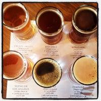 รูปภาพถ่ายที่ Monkish Brewing Co. โดย Robert L. เมื่อ 10/13/2012