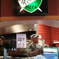 รูปภาพถ่ายที่ Rocco's Pizza & Italian Restaurant โดย Jason V. เมื่อ 9/18/2013