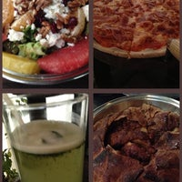 Foto diambil di Artigiano Pizza Rústica oleh Erika T. pada 1/27/2013