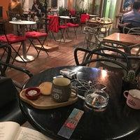 Foto tirada no(a) Mephisto Cafe por Akay em 10/8/2017