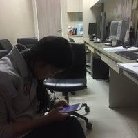 Foto tirada no(a) ตึกนวมินทราชินี โรงพยาบาลจุฬาลงกรณ์ por น้องนุกน้อย ช. em 12/23/2016