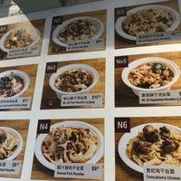 Foto scattata a Xi'an Famous Foods da Deniz E. il 9/14/2018