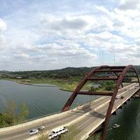 Снимок сделан в 360 Bridge (Pennybacker Bridge) пользователем Mike B. 3/30/2013