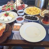 Photo prise au Coffee Castle par İrem K. le4/16/2016