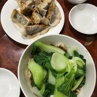 Foto scattata a Lan Zhou Handmade Noodle & Dumpling da Ben H. il 11/12/2018