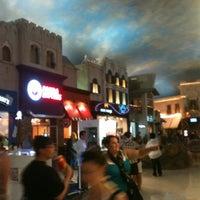 รูปภาพถ่ายที่ Miracle Mile Shops โดย Remo H. เมื่อ 9/28/2012