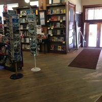Foto tirada no(a) Tattered Cover Bookstore por Jessica B. em 3/28/2013