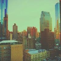 3/3/2014 tarihinde Neal T.ziyaretçi tarafından Row NYC'de çekilen fotoğraf