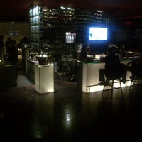 Foto tirada no(a) Burgundy Bar & Lounge por Ruffie D. em 7/23/2013