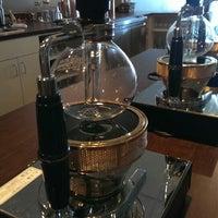 6/25/2013 tarihinde Carlos D.ziyaretçi tarafından Vespr Craft Coffee & Allures'de çekilen fotoğraf