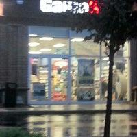 Foto scattata a GameStop da Victoria P. il 10/9/2012