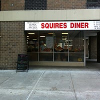 รูปภาพถ่ายที่ Squire's Diner โดย Sergey B. เมื่อ 11/22/2012