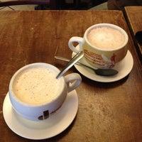 รูปภาพถ่ายที่ Le Petit Cafe โดย Kristen H. เมื่อ 1/4/2013