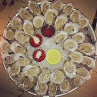 รูปภาพถ่ายที่ Mermaid Oyster Bar โดย Justin L. เมื่อ 12/11/2012