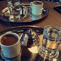 Foto tirada no(a) Bricks Coffee & Bistro por Güneş K. em 10/18/2015