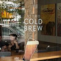 Foto scattata a Starbucks da Gordon W. il 7/16/2018