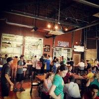 รูปภาพถ่ายที่ NoDa Brewing Company โดย Richard G. เมื่อ 4/17/2013