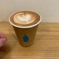 Das Foto wurde bei Blue Bottle Coffee von Andrew Q. am 11/9/2018 aufgenommen