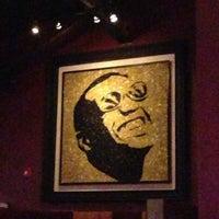 Das Foto wurde bei Jolly's American Beer Bar & Dueling Pianos von Maya am 5/4/2013 aufgenommen