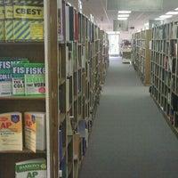 Foto scattata a Edward McKay Used Books da Richard C. il 4/4/2011