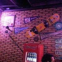 Foto tirada no(a) Buddies Burger & Beer por Assyr N. em 1/13/2013