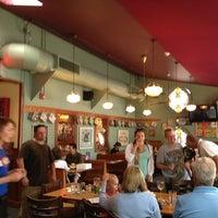Das Foto wurde bei Annie's Cafe & Bar von Garland T. am 7/27/2013 aufgenommen