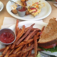 Foto tomada en Heartland Café por Ky S. el 5/20/2013