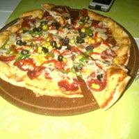 12/2/2012 tarihinde Melis A.ziyaretçi tarafından Pizzacı Altan'de çekilen fotoğraf