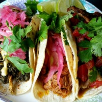 Photo prise au La Flor De Yucatan Catering & Bakery par Paul N. le4/9/2016