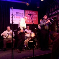 Foto tomada en Reduta Jazz Club por Slava P. el 10/27/2012