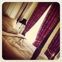 Das Foto wurde bei The Oxford Hotel von Catherine P. am 5/10/2013 aufgenommen