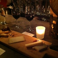 2/11/2013 tarihinde stephanieziyaretçi tarafından Purple Café & Wine Bar'de çekilen fotoğraf