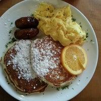 2/16/2013 tarihinde Jcollins P.ziyaretçi tarafından Plums Cafe and Catering'de çekilen fotoğraf