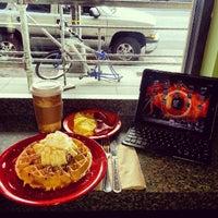 Foto diambil di U Street Café oleh Eric K. pada 2/20/2013