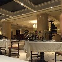 Foto tirada no(a) St. Regis Restaurante por Gurjit G. em 10/26/2015