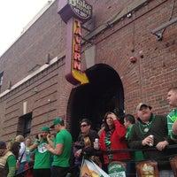 Снимок сделан в Blake Street Tavern пользователем Eric A. 3/16/2013