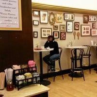 Foto diambil di Toni Patisserie & Café oleh Ji-in K. pada 10/9/2013