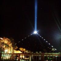 รูปภาพถ่ายที่ Luxor Hotel & Casino โดย tori r. เมื่อ 3/15/2013