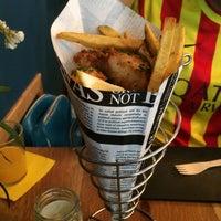 Das Foto wurde bei The Fish & Chips Shop von Alèxia S. am 5/30/2015 aufgenommen