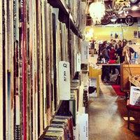 2/16/2013 tarihinde Chris C.ziyaretçi tarafından Record Archive'de çekilen fotoğraf