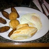 รูปภาพถ่ายที่ Florida Cafe Cuban Bar & Grill โดย Ma. Fernanda F. เมื่อ 2/10/2013
