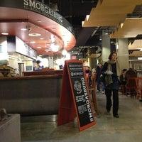 Foto tomada en Whole Foods Market por Lisa J. el 1/2/2013