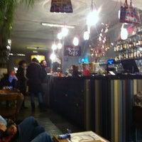 Foto scattata a 2Periodico Cafè da Jules L. il 2/23/2013
