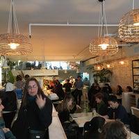 3/28/2016にEbbie A.がTwo Hands Restaurant & Barで撮った写真