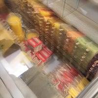 Foto scattata a Frozen Art Gourmet Ice Cream da Yeu Shuan T. il 6/4/2016