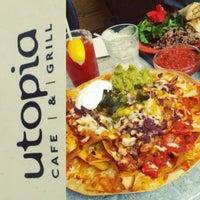 รูปภาพถ่ายที่ Utopia Cafe & Grill โดย Sha S. เมื่อ 5/1/2013