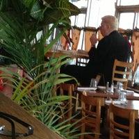 Foto scattata a Bella Luna Cafe da JL J. il 12/31/2012