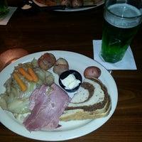 Снимок сделан в Guston's Grille - Kennesaw пользователем Holly B. 3/17/2013