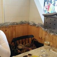 Photo prise au Cafe Neon par MaryJayne T. le12/13/2014
